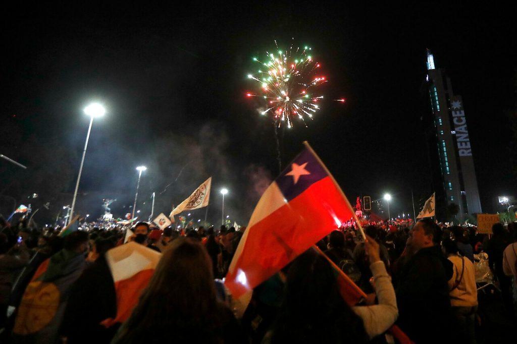Victoria del Apruebo: Miles de personas se reúnen en Plaza de la Dignidad para celebrar