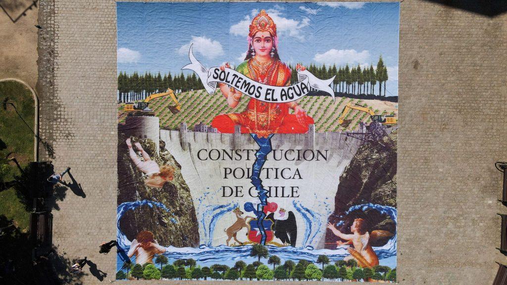 «Soltemos el agua»: Caiozzama y Greenpeace despliegan enorme obra frente al Museo de Arte Contemporáneo