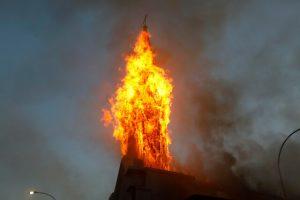Etnocentrismo y quema de templos