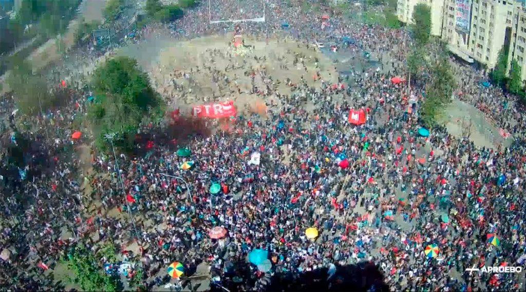 Redes sociales repudian el enfrentamiento de barristas en medio de conmemoración del #18DeOctubre