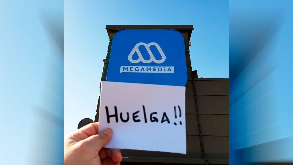 Trabajadores de Mega inician huelga y amenazan las transmisiones del Plebiscito