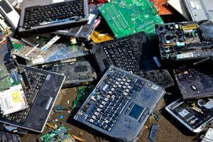 Residuos electrónicos: Lanzan campaña para que empresas donen computadores en desuso