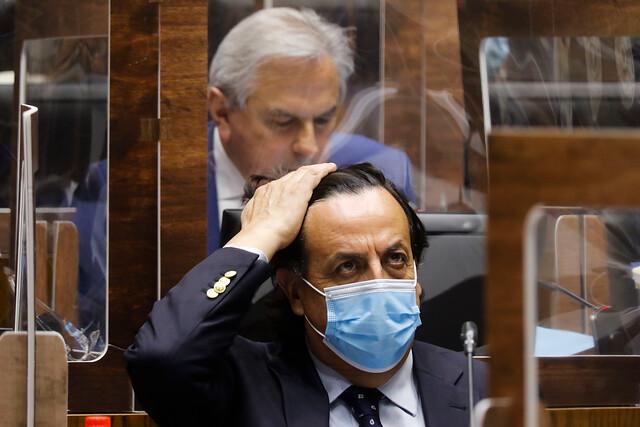 Con ayuda de la oposición: Senado rechaza acusación constitucional contra el ex ministro Víctor Pérez