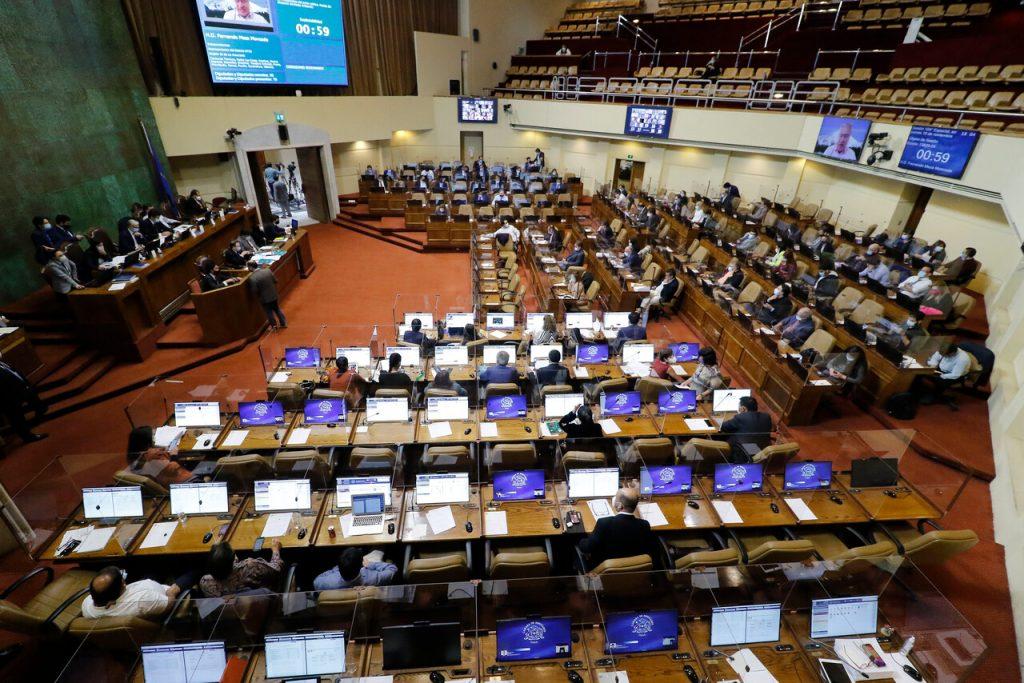 """Académicos y parlamentarios """"preocupados"""" por Presupuesto Nacional: Recortes en Ciencia, Educación y Salud"""