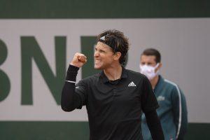 Dominic Thiem vence a Novak Djokovic y avanza a la final del Torneo de Maestros
