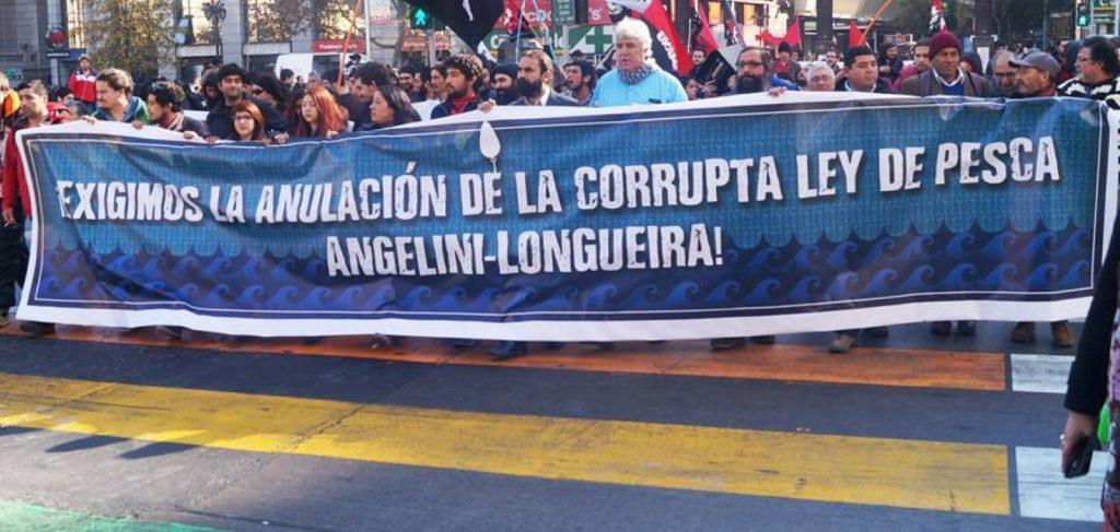 """""""Es avalar la corrupción"""": Furibundas reacciones genera anuncio del Ejecutivo de enviar Ley de Pesca al TC"""