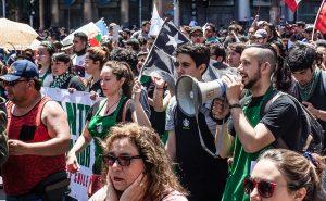 Starbucks cede en tribunales: Indemnizará a trabajadores suspendidos
