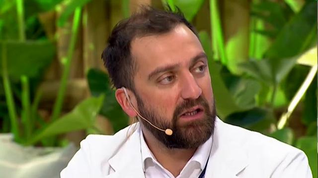 """José Miguel Bernucci, secretario nacional del Colegio Médico: """"La segunda ola hace rato está en Chile"""""""