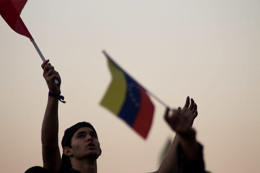 Venezuela: El chavismo dice que ganó las legislativas con 72 % de los votos
