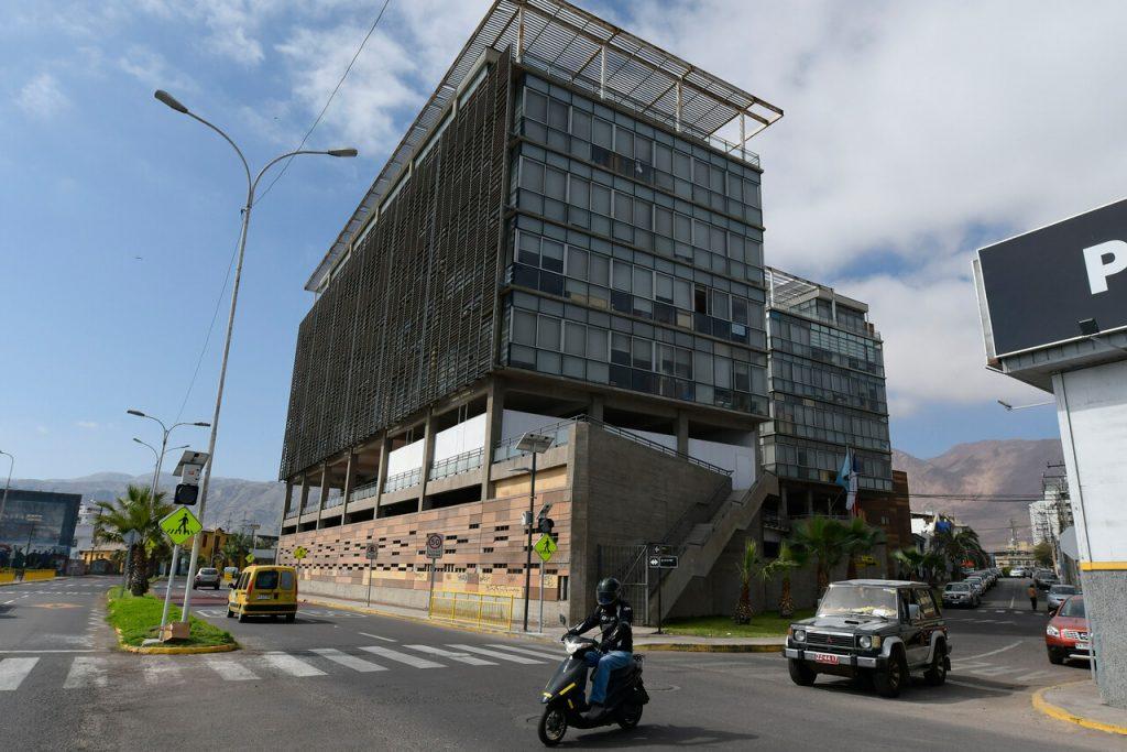 Iquique: 25 funcionarios de la Municipalidad dan positivo a COVID-19