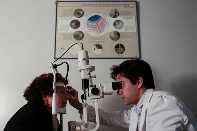 Descubren tratamiento para revertir la pérdida de visión por envejecimiento