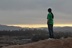 Sin guión, con handycam y grabado en la población: El cine social de Ronnie Fuentes