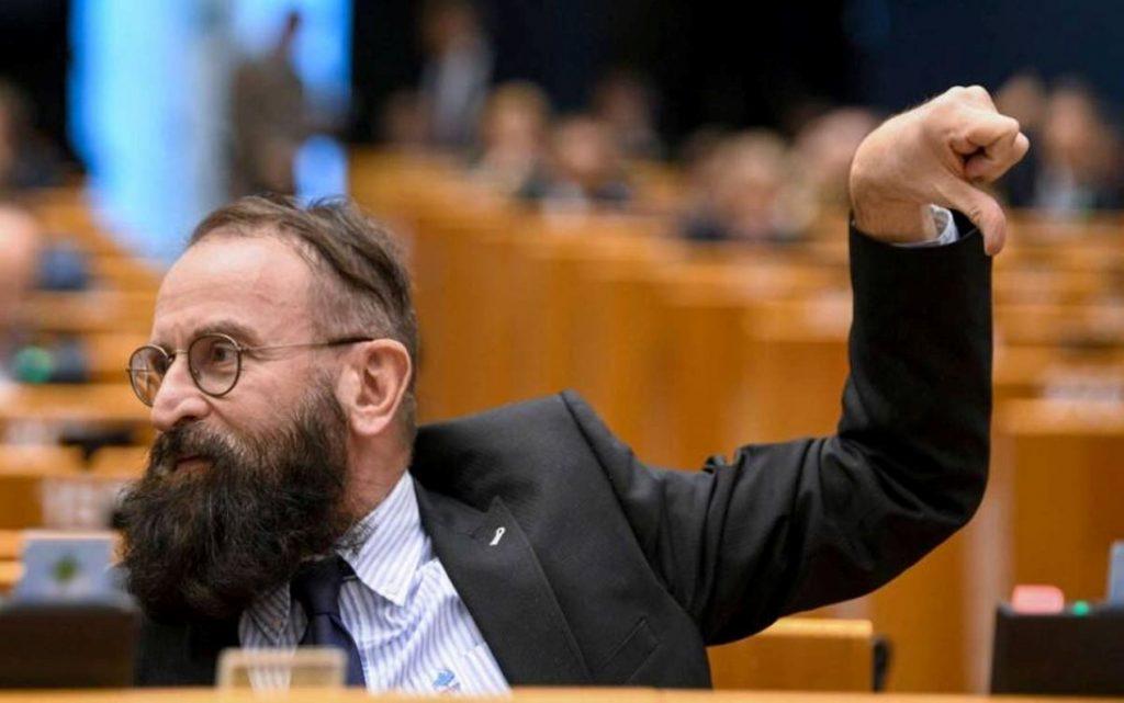 Eurodiputado ultra conservador y homofóbico desata controversia tras ser descubierto en orgía junto a 25 hombres