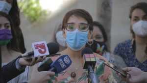 Karina Oliva admite que conocía la denuncia de VIF contra concejal electo de Comunes