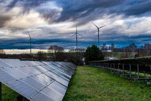 Mayor impulso a las ERNC permitiría adelantar la descarbonización total al 2030