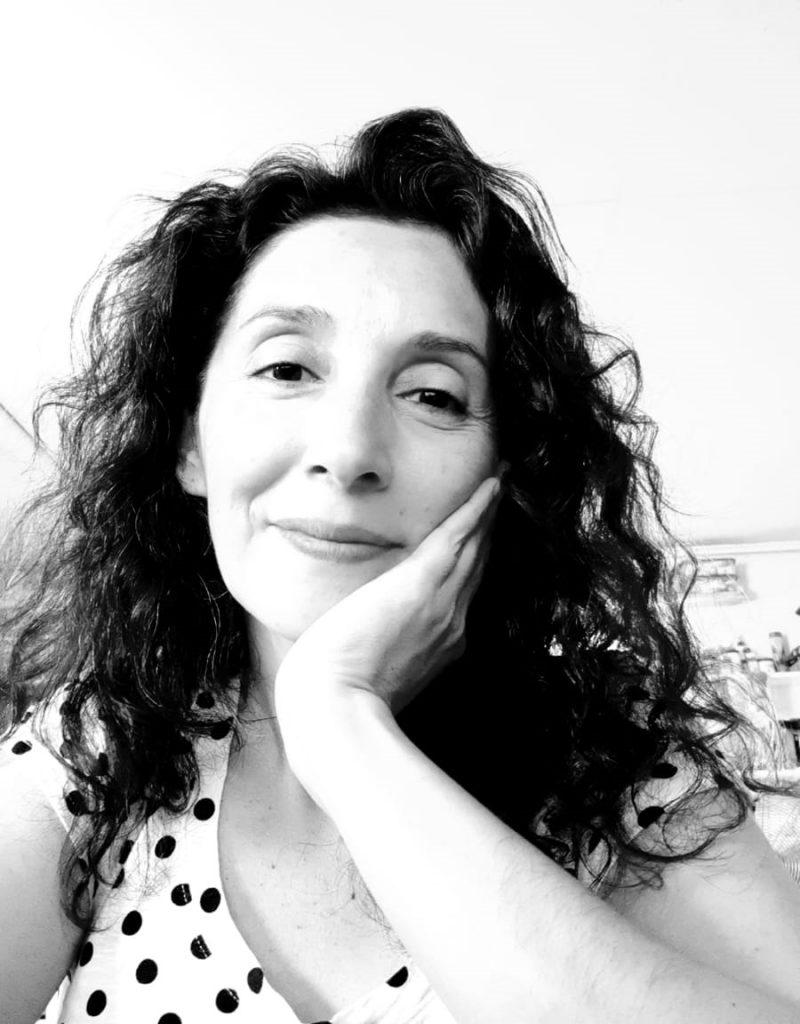 Bárbara Gaete, coordinadora del postítulo en Arteterapia U. Chile: «La obra es la ficha con la que trabajamos con el paciente»