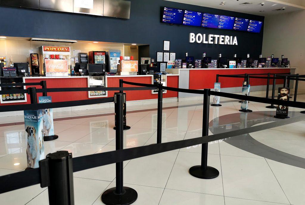 Salen las cuarentenas. Entran las salas de cine en Chile