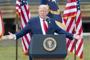 Donald Trump es expulsado de Facebook e Instagram durante los próximos dos años