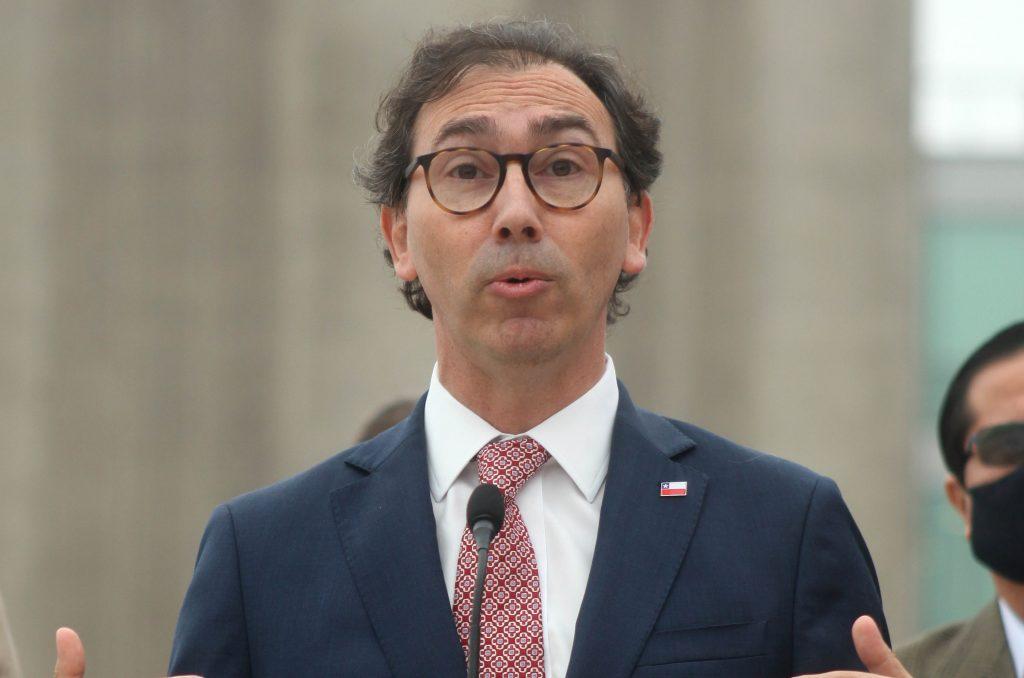 """Ministro Figueroa persevera: """"Saliendo de cuarentena los colegios vuelven a clases presenciales"""""""