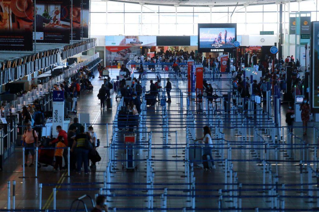 Reino Unido se protege y prohíbe la llegada de vuelos provenientes desde Chile
