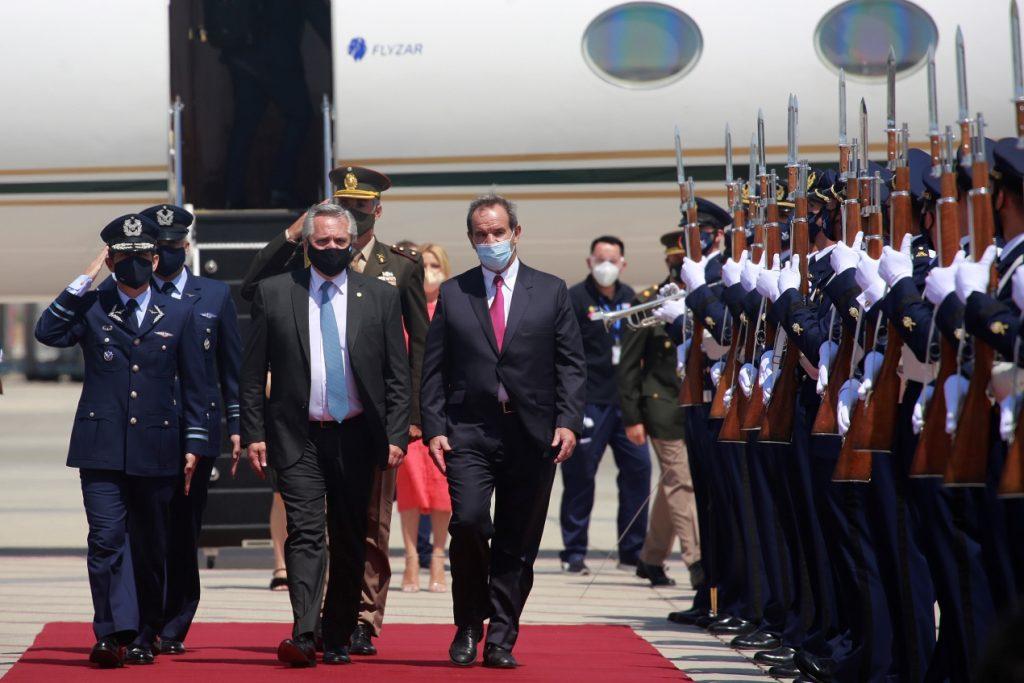 Alberto Fernández ya está en Chile: Presidente argentino llegó a La Moneda para reunirse con Sebastián Piñera