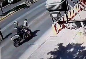 Video muestra procedimiento policial en Providencia: Carabinero dispara a compañero y es atropellado por guardia