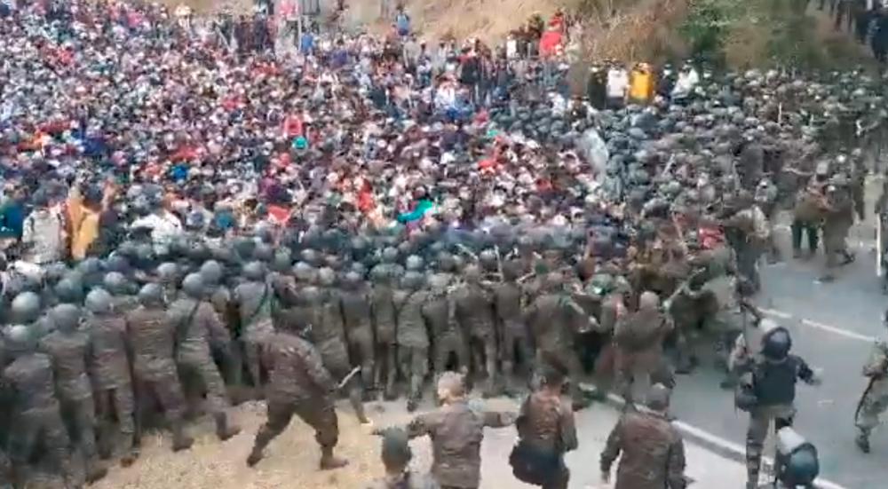 Caravana migrante hondureña es fuertemente reprimida por el Ejército de Guatemala