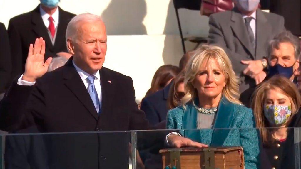 """Joe Biden jura como nuevo presidente de EE.UU. y convoca a terminar la """"guerra civil entre republicanos y demócratas"""""""