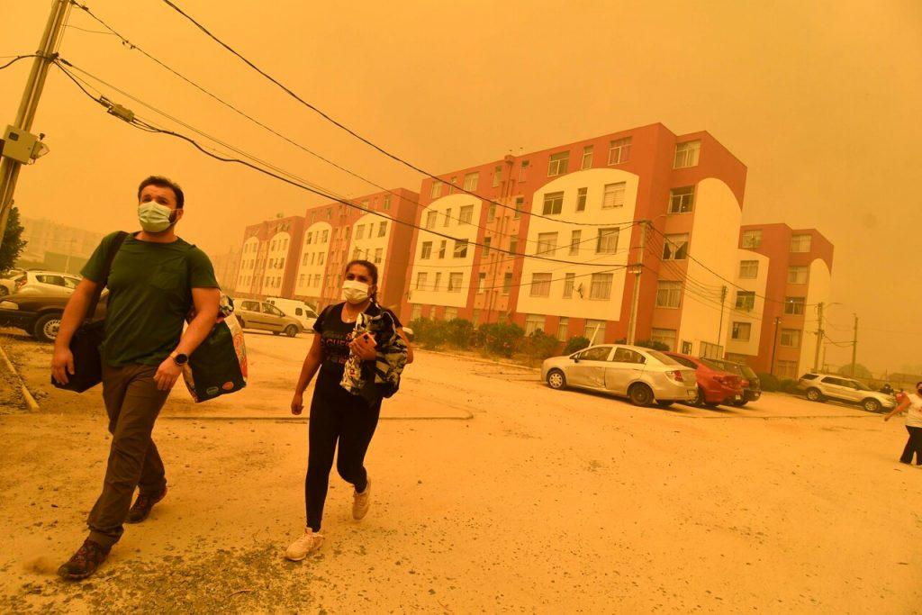 Incendio forestal en Quilpué: Onemi ordena evacuación de la población debido a cercanía de las llamas
