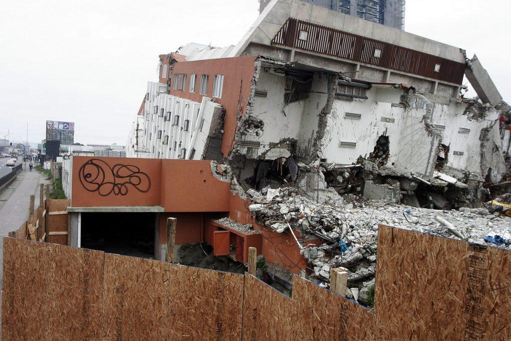 A 11 años del 27F: Cinco consejos para estar preparados ante un sismo en Chile