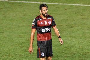 El 'Huaso' triunfa en Brasil: Mauricio Isla es elegido el mejor lateral derecho del Brasileirao