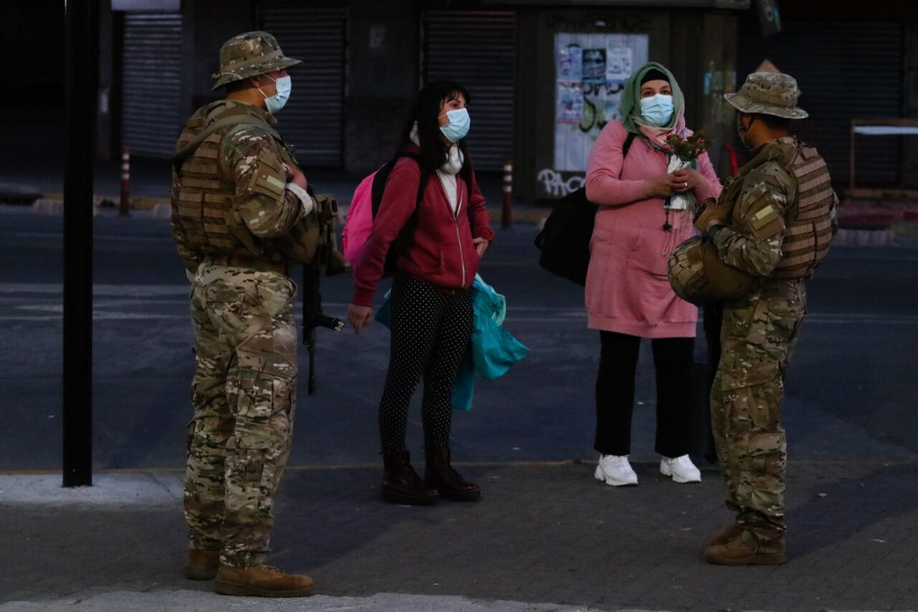 Reporte Minsal: Chile supera los 800.000 contagios y se modifica horario de toque de queda