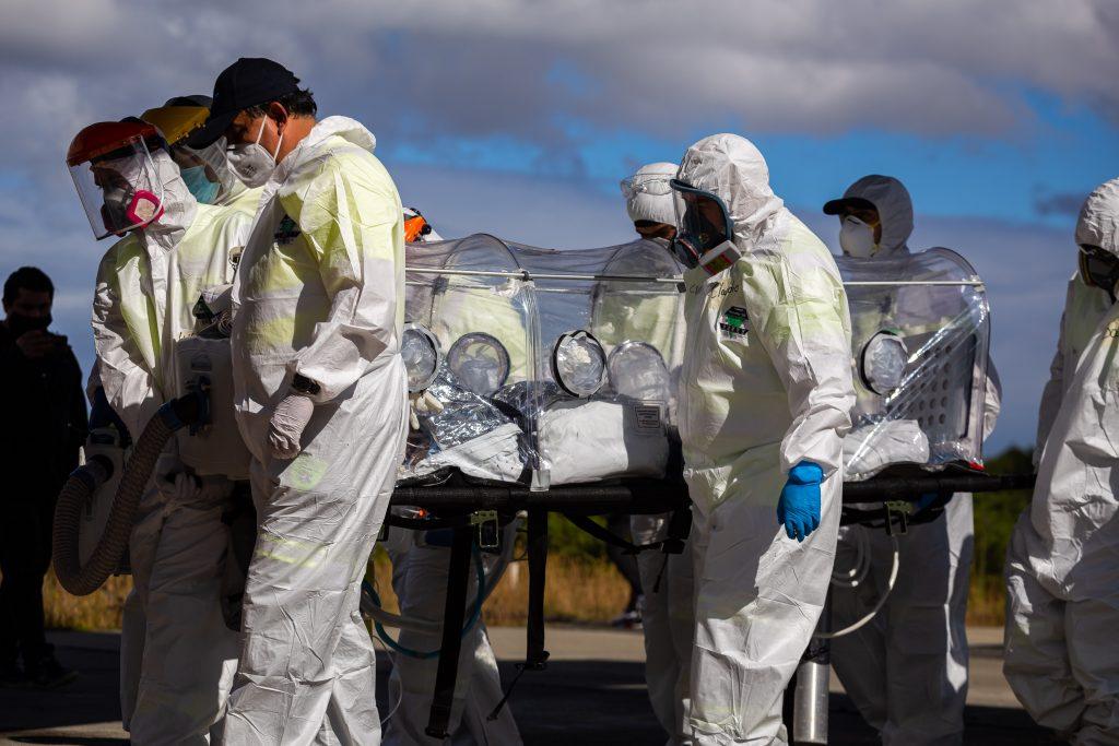 ¿Por qué la pandemia no remite en Chile pese a su exitosa vacunación?