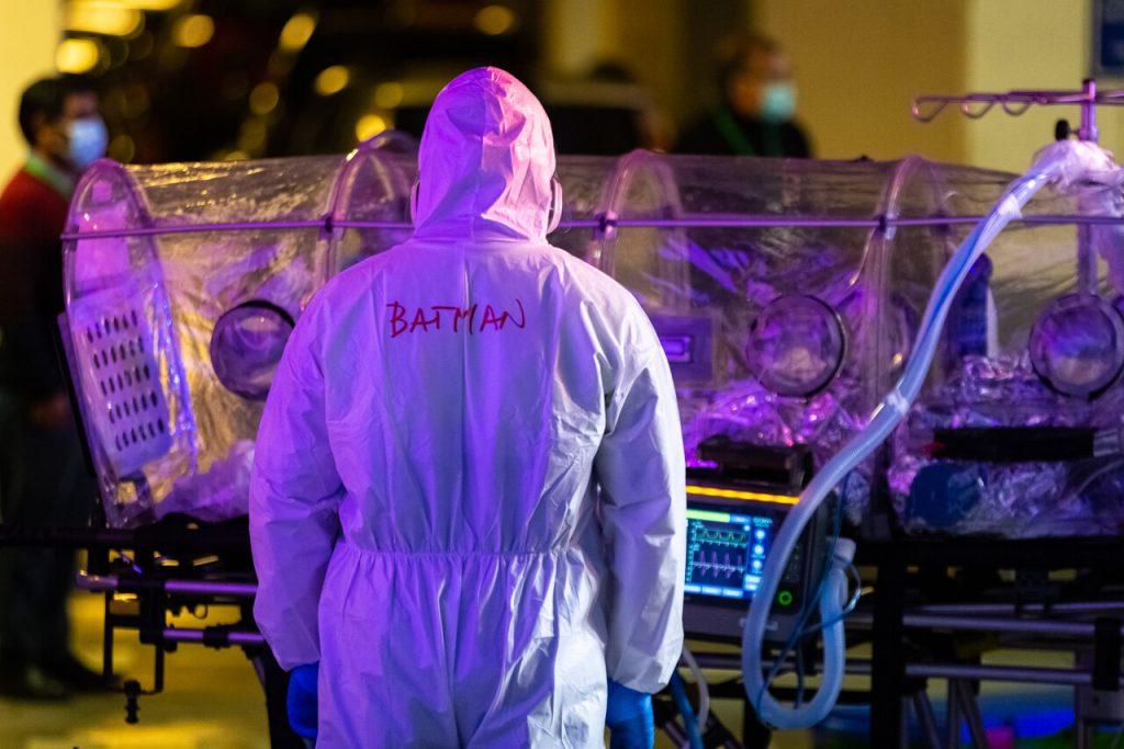"""OMS advierte que repunte global de casos de COVID-19 es por la """"relajación"""" de las medidas"""