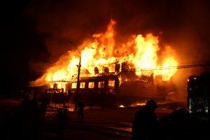 Panguipulli: Dos personas quedan en prisión preventiva por incendio de municipalidad