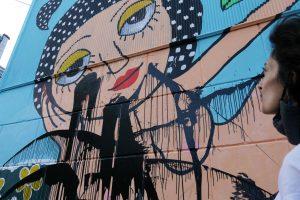 """""""Sabía que esto iba a pasar"""": Desconocidos vandalizan mural de Mon Laferte en Valparaíso"""