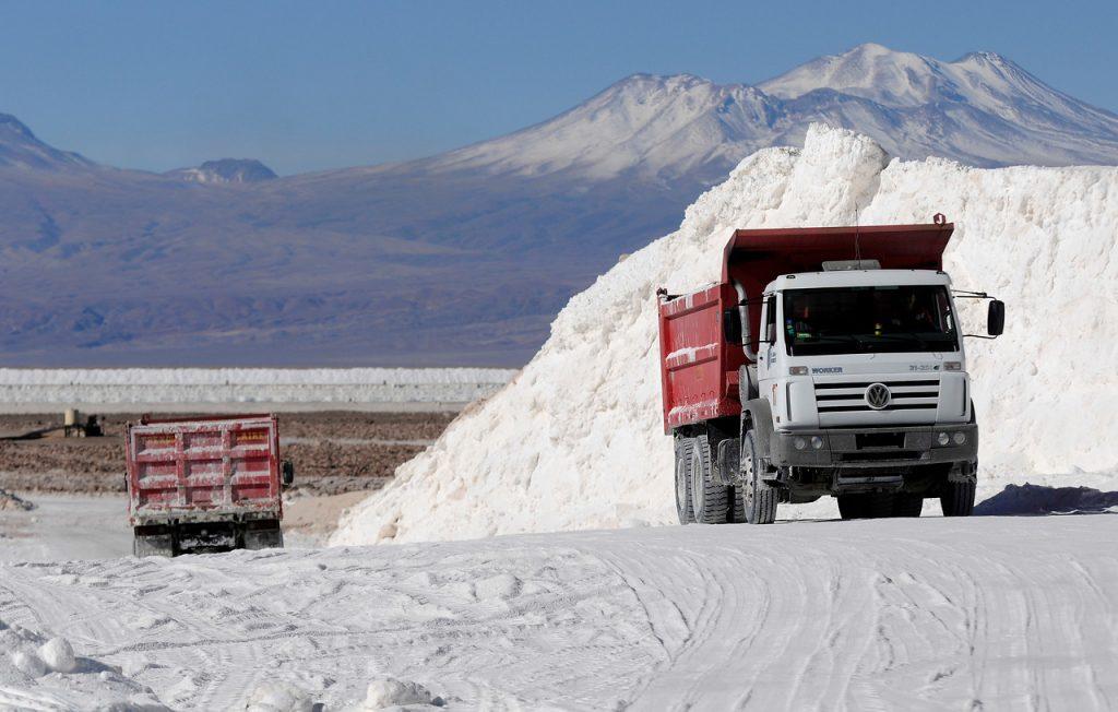 Gobierno llama a licitación internacional para la extracción de 400 mil toneladas de litio