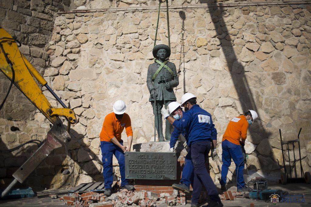 España: Retiran la última estatua del dictador Francisco Franco que quedaba en el país