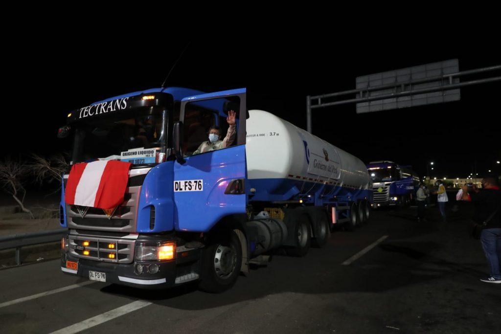Presidente de Perú agradeció a Chile por el envío de 40 toneladas de oxígeno
