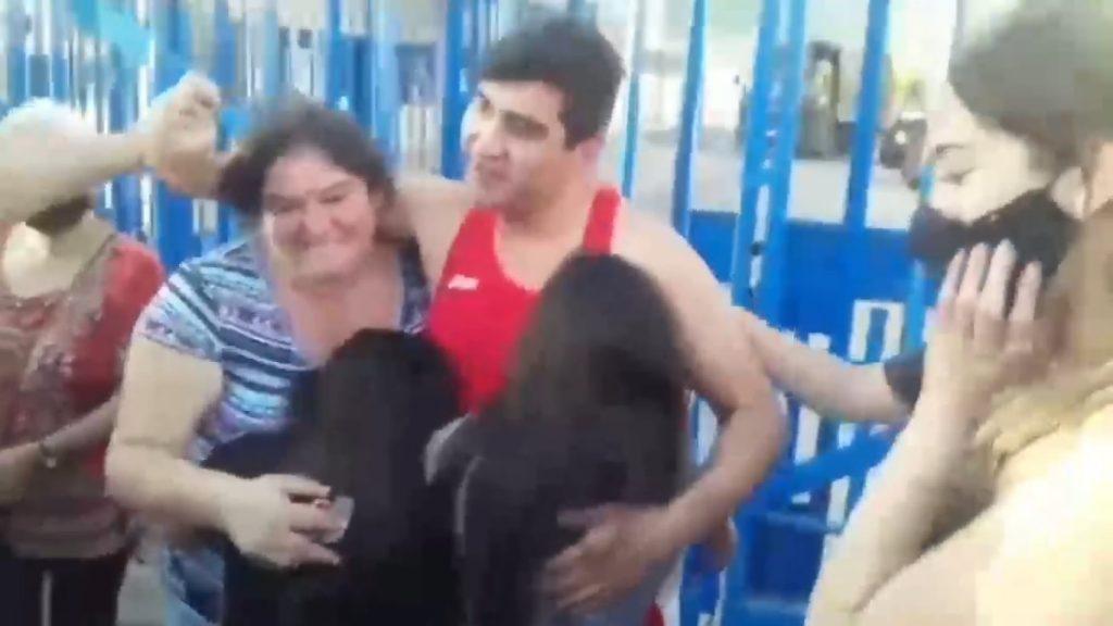 Mauricio Cheuque se reúne con su familia tras ser absuelto después de 14 meses en prisión preventiva