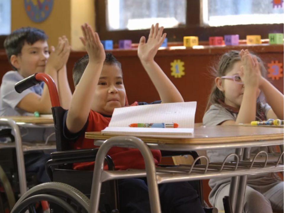 Desneoliberalizar la educación: hacia un modelo estatal-comunitario, democrático e integral