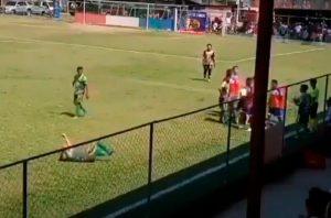 Futbolista podría recibir una durísima sanción tras ridícula simulación durante intenso partido