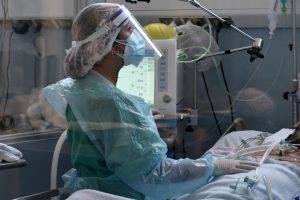 Ministerio de Salud vuelve a suspender cirugías electivas por alza de contagios de COVID-19