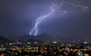 MeteoChile anuncia tormentas eléctricas para Santiago: Revisa el pronóstico del clima