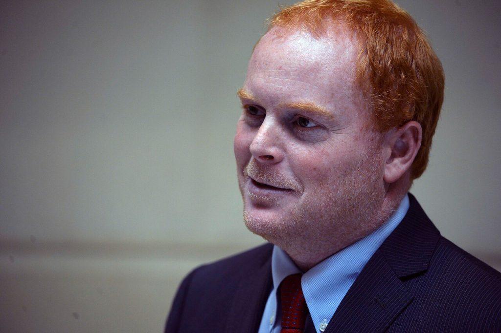 Candidato Rojo Edwards da positivo a COVID-19: No podrá votar este fin de semana