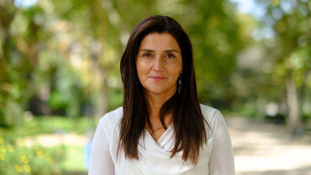 """Candidata a constituyente Amaya Alvez sobre impuesto a las mineras: """"Me gustaría que fueran vistos como DD.HH., porque financian las políticas sociales"""""""