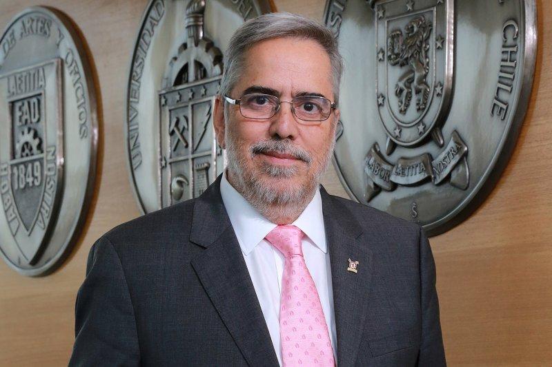 Rector de la Usach ofrece apoyo de la universidad a presidenta la Convención Constitucional