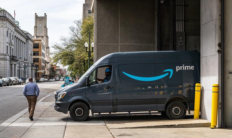 EE.UU.: Amazon admitió que sus conductores deben orinar en botellas durante sus recorridos