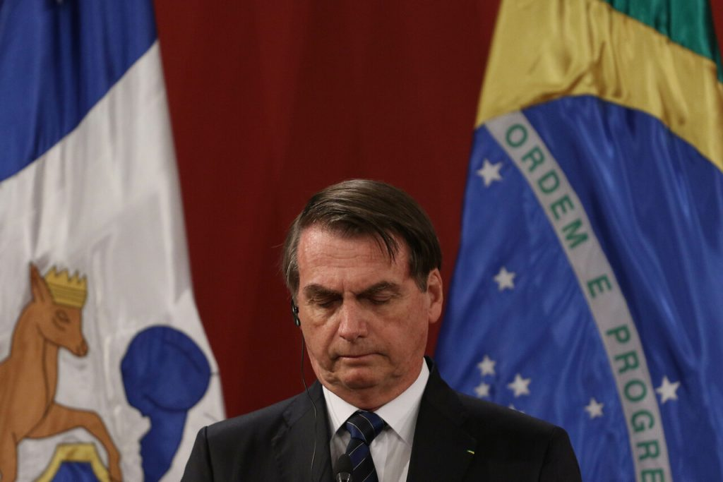 Pese a casi 4.200 muertos diarios, Jair Bolsonaro se niega a decretar cuarentena en Brasil