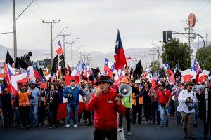 """""""Basta de abusos, basta de pobreza, basta de ineptitudes"""": Trabajadores del cobre apuntan a Piñera y anuncian posibles movilizaciones"""